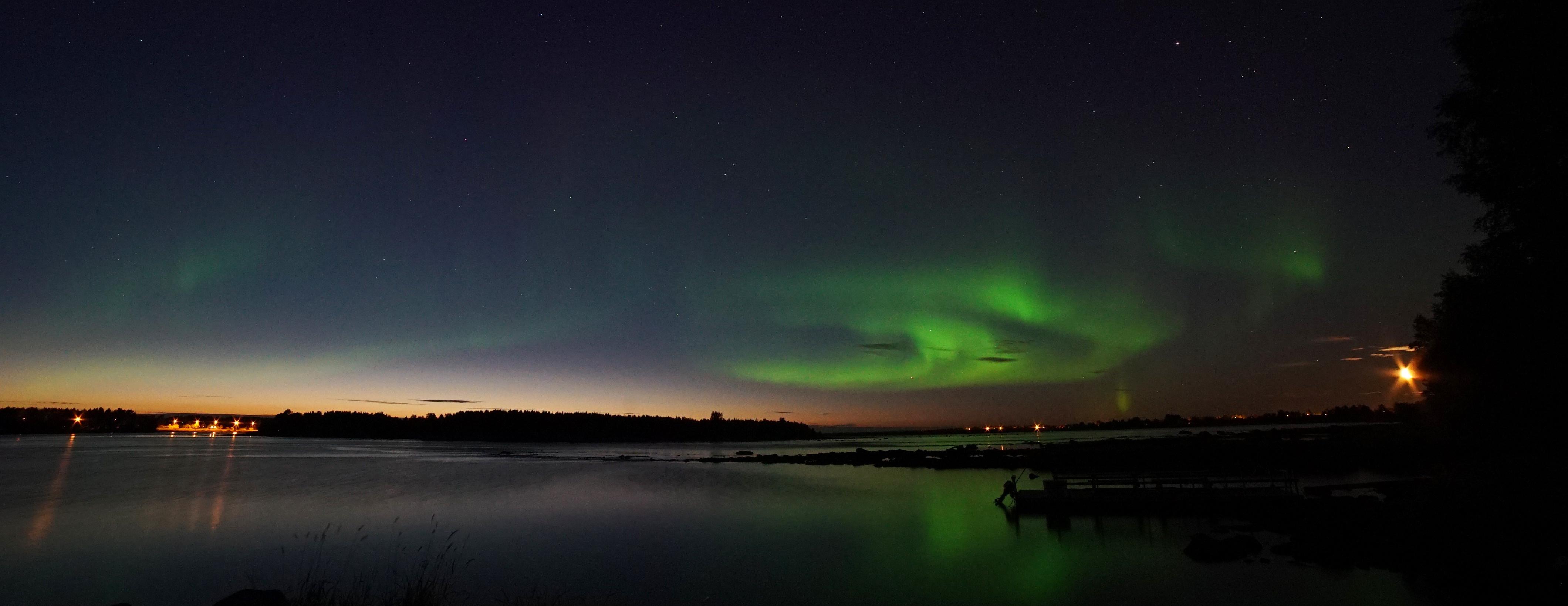 Le prime aurore boreali al crepuscolo